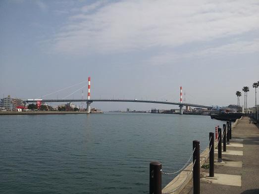 01川沿い.jpg
